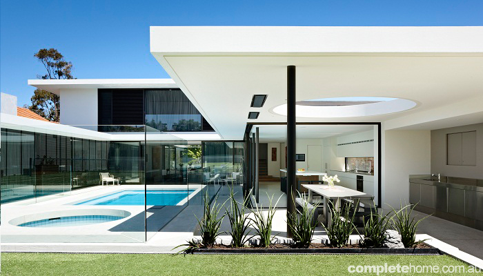 Grand designs australia brighton 39 60s house completehome for Courtyard home designs adelaide