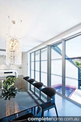 real-home-glamorous-facade-modern-interior6