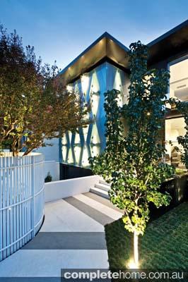 real-home-glamorous-facade-modern-interior9