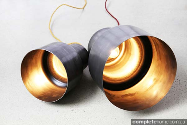 Industrial desert style: Spin floor lights