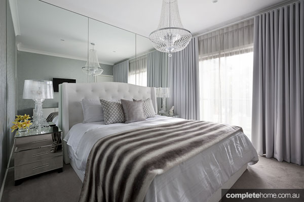 Italian elegance: Mirrored bedroom by Massimo Interiors