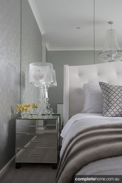 Italian elegance: Mirrored bedside table, bedroom by Massimo Interiors