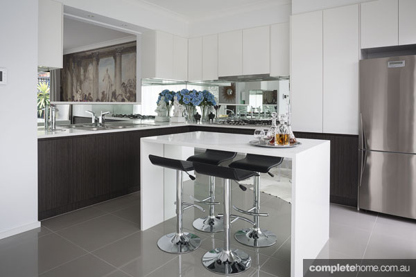 Italian elegance: Grey kitchen by Massimo Interiors